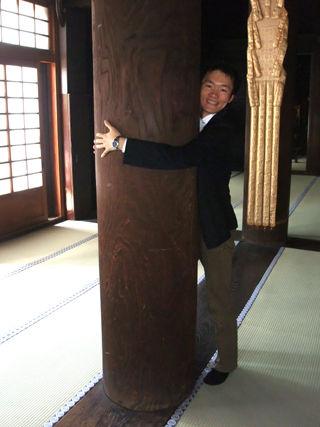 護国寺の開運柱