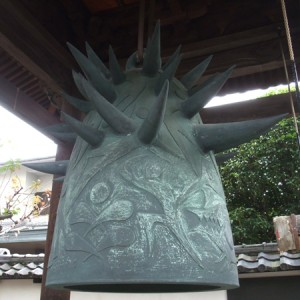 久国寺・岡本太郎の鐘