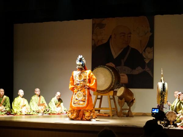 僧侶による公演