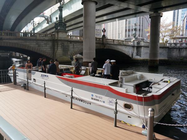 日本橋とクルーズ船