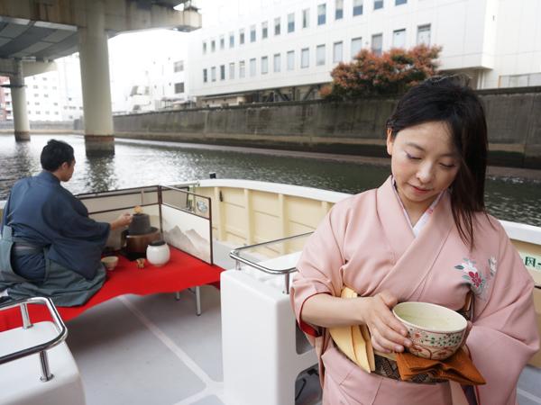向源の船上茶会