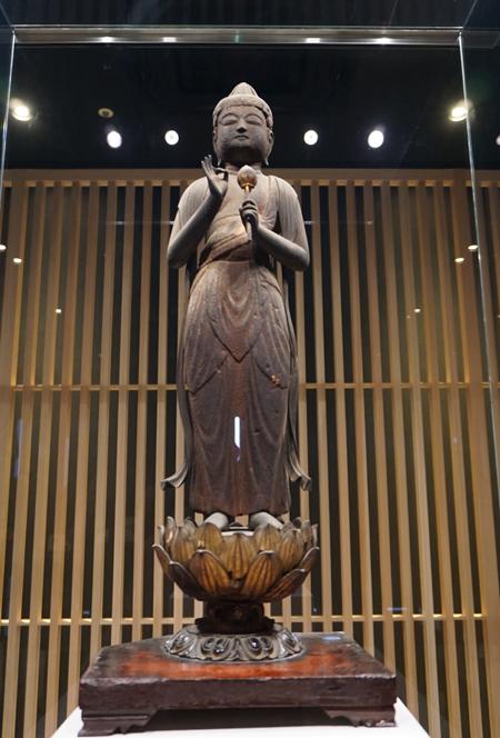 尊住院の聖観音立像