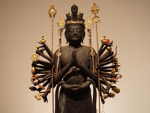 総持寺の千手観音立像