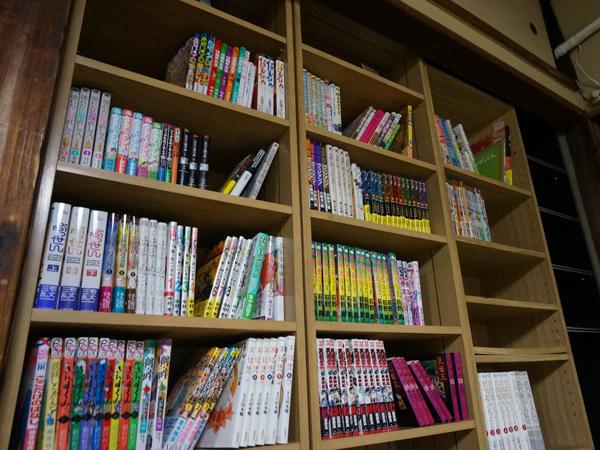お寺の漫画図書館本棚