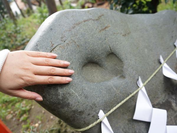 ハート型のご神石