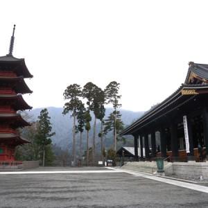 身延山久遠寺の境内