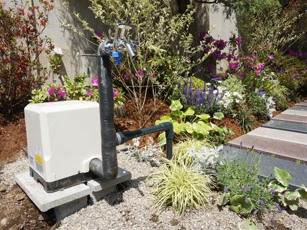 樹木葬墓地の自動給水機