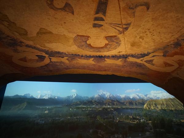 バーミヤン東⼤仏天井壁画