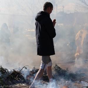 天明寺でのほーりーの火渡り