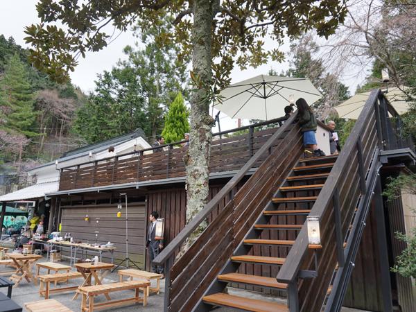 覚林坊の桜寺栖階段