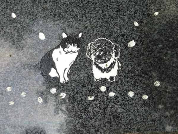 犬と猫の彫刻