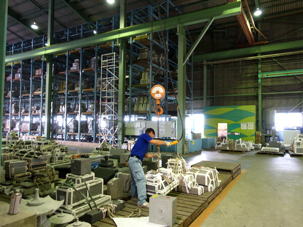 鳴本石材の笠岡工場