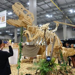 木造の恐竜