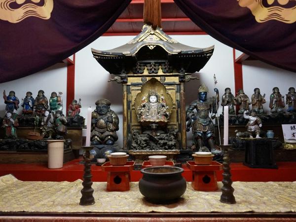宝珠院の仏像群
