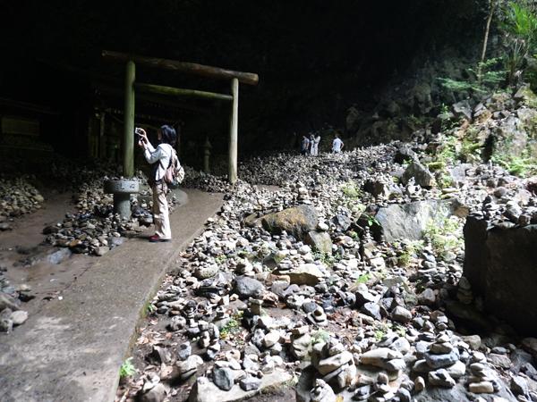 高千穂の積み上げられた石