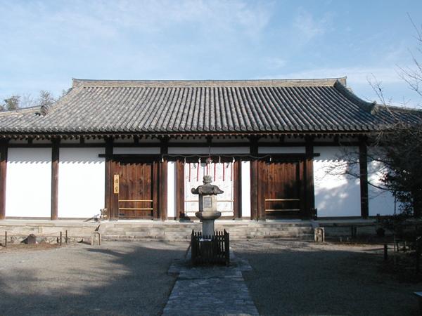 新薬師寺の本堂